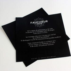 Flyer dépliant noir carbone et écriture argentée copytop