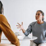 Comment réagir face à un conflit au travail ?